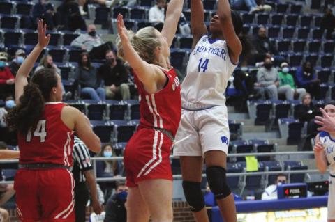 Rival Lady Vandals edge past Wills Point