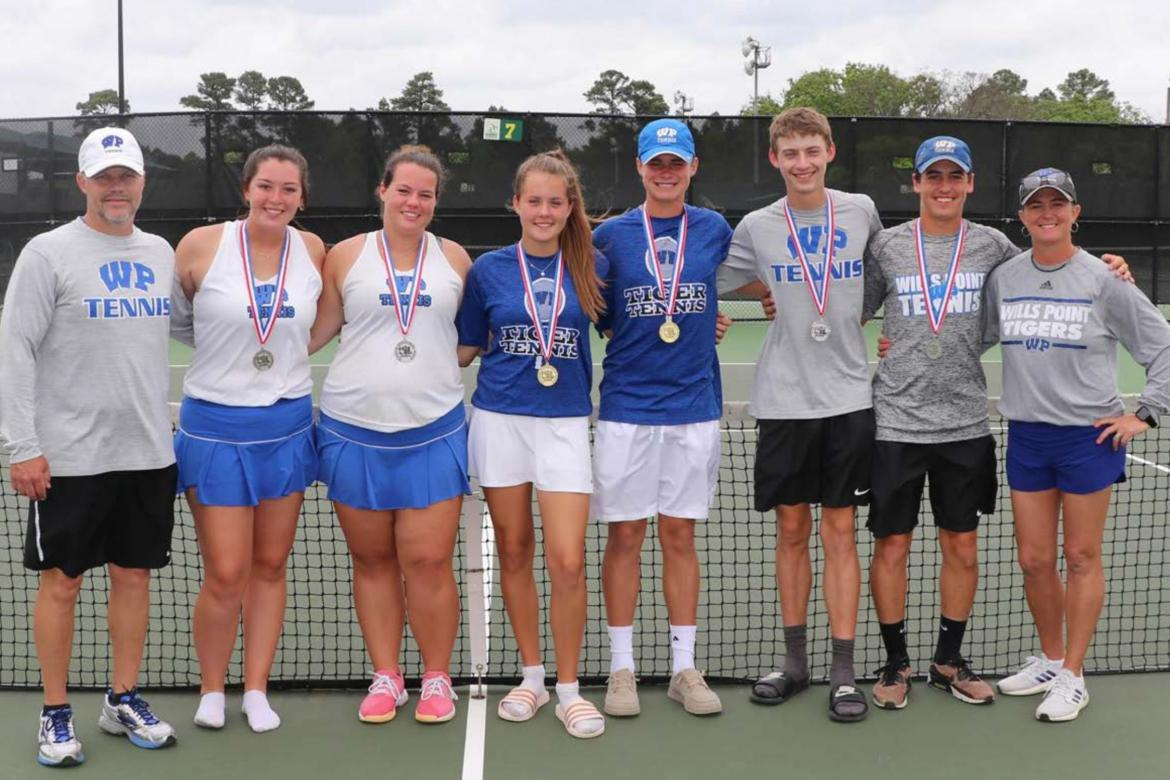 Tennis qualifies six for State